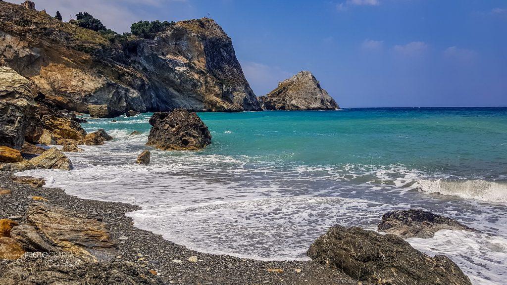 Plaja Kastro, priveliște către ruinele cetății, Skiathos, Grecia
