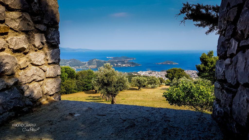 Vedere panoramică a orașului Skiathos, Grecia