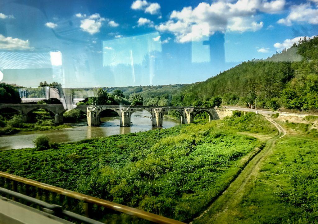 Pod peste apă, Bulgaria