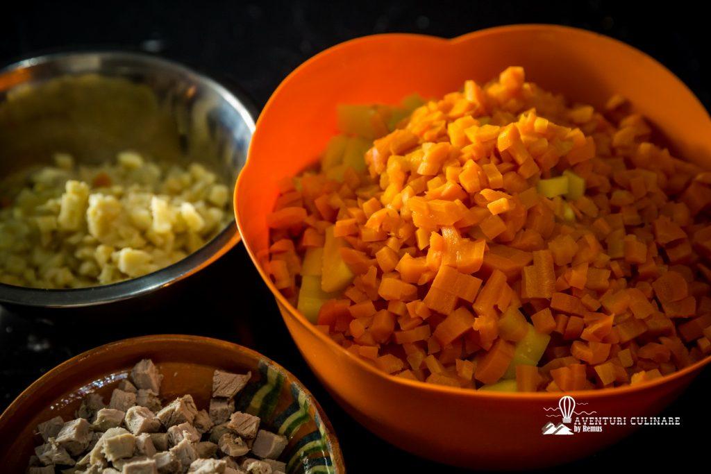 Salata de boeuf - ingredientele tocate marunt