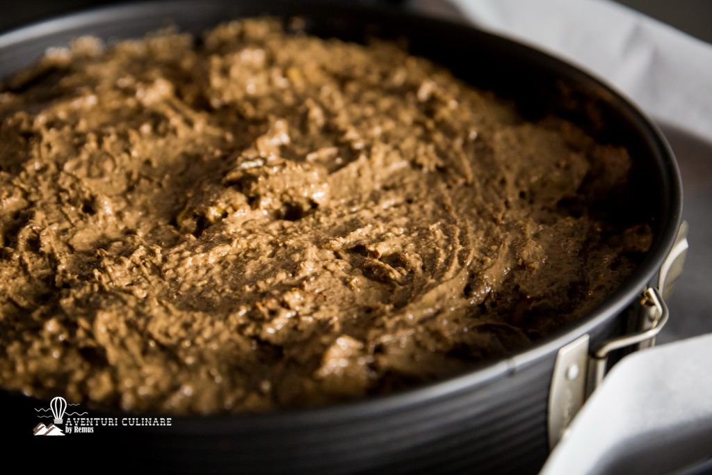 Tort de mere vegan pregatit pentru cuptor
